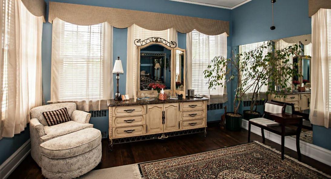 Morehead Manor Bed & Breakfast
